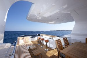 Luxurious-Exterior-of-the-Heesen-Super-Yacht-Life-Saga